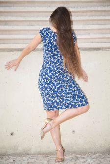 yo veronika vestido azul como de espaldas